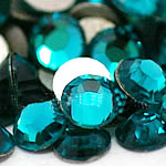 Kristall Eisen auf Nagelkopf, Dom, flache Rückseite & facettierte, pfauenblau, Grade A, 1.9-2.1mm, 10Grosses/Tasche, 144PCs/brutto, verkauft von Tasche