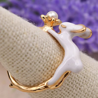 Zinklegierung Fingerring , mit ABS-Kunststoff-Perlen, Hase, goldfarben plattiert, Emaille, frei von Blei & Kadmium, 17mm, Größe:6.5, verkauft von PC