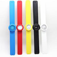 Schlag Uhr, Silikon, mit Glas & Zinklegierung, Platinfarbe platiniert, für Kinder & verschiedene Größen vorhanden, gemischte Farben, 10PCs/Menge, verkauft von Menge