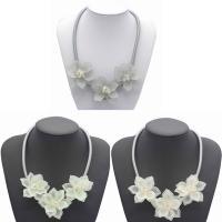 Kristall Zinklegierung Halskette, mit Kristall & Harz, mit Verlängerungskettchen von 5cm, Blume, silberfarben plattiert, für Frau & facettierte, keine, frei von Blei & Kadmium, 490mm, verkauft per ca. 19 ZollInch Strang