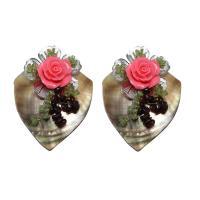 Schwarze Muschel Brosche, mit Natürliche kultivierte Süßwasserperlen & Natürlicher Quarz & Eisen, Dreieck, mit Blumenmuster & für Frau, farbenfroh, 52x68x22mm, verkauft von PC