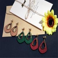 Zinklegierung Tropfen Ohrring, mit Holz, goldfarben plattiert, für Frau, keine, frei von Blei & Kadmium, 50x30mm, verkauft von Paar