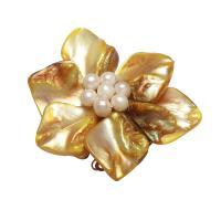 Gelbe Muschel Schmuckverbinder, mit Natürliche kultivierte Süßwasserperlen & Messing, Blume, silberfarben plattiert, 3/3-Schleife, gelb, 50x17mm, Bohrung:ca. 2.5mm, verkauft von PC