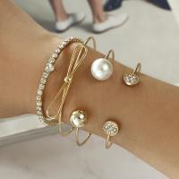 Zinklegierung Armreif, mit Kunststoff Perlen, plattiert, für Frau & mit Strass, goldfarben, frei von Nickel, Blei & Kadmium, verkauft von setzen