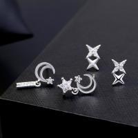 Messing asymmetrische Ohrringe, mit kubischer Zirkonia, plattiert, verschiedene Stile für Wahl & für Frau, frei von Nickel, Blei & Kadmium, 17*9mm,10*6mm, verkauft von Paar